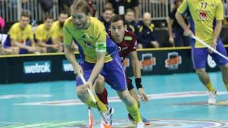 Johan Samuelsson i gulblå dress.