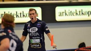 Växjö Vipers Manuel Maurer, till vänster i bild, skriker ut sin glädje efter att ha gjort mål.