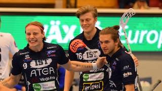 Till vänster i bild jublar Växjös Jesper Sankell och sträcker ut sina armar. Bakom sig har han Ted Nivestam och Manuel Engel.