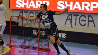 Växjös Manuel Maurer jublar med båda armna utsträckta åt sidan precis efter att ha gjort mål.