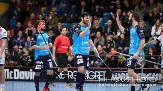 High five! Subiabre, Tiren och Blåberg firar ett av Warbergs mål.