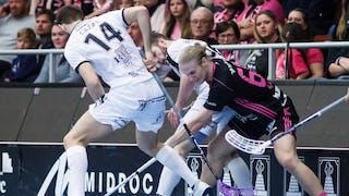 Bollduell mellan Faluns Casper Backby och Mullsjös Daniel Gidske.